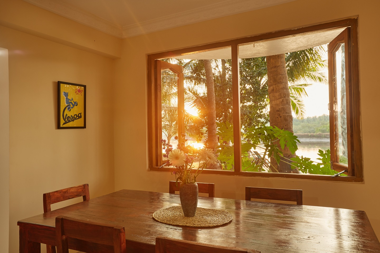 Two Bedroom Self-Service AC Apartment, Talpona, Goa dining room