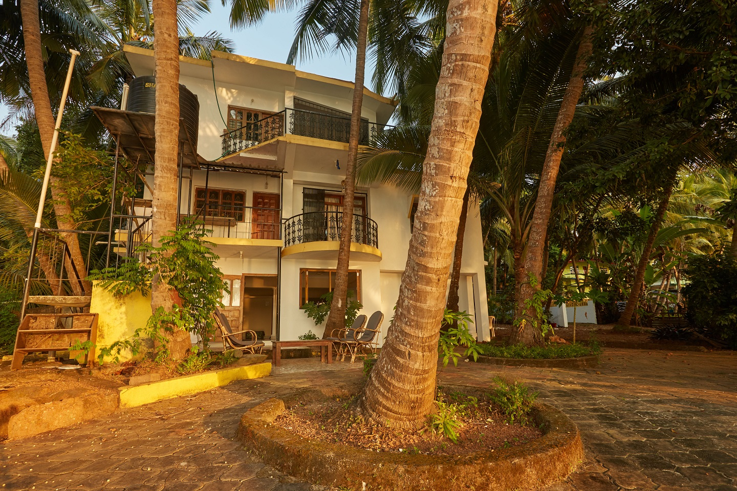 Two Bedroom Self-Service AC Apartment, Talpona, Goa outside area